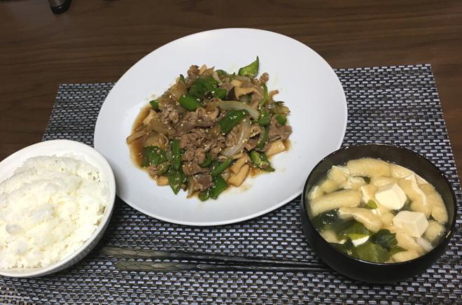 今日のボッチ飯 牛肉のエリンギピーマン炒め