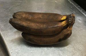 黒い完熟バナナ