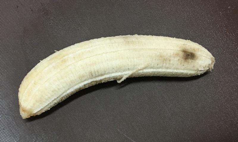 剥いた完熟バナナ