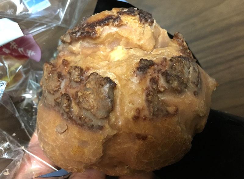 ファミマプレミアム クッキーシュー 表面