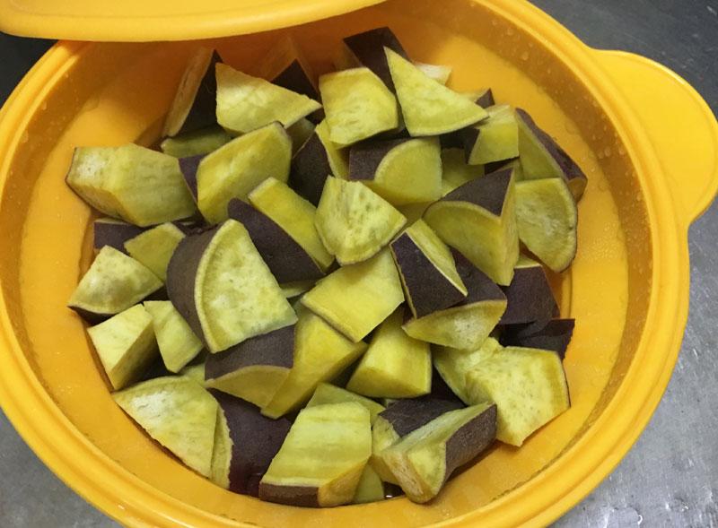 茹でたサツマイモ