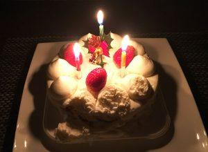 ローソン 生ケーキ4号と暗い部屋