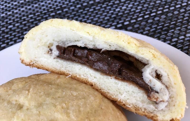 ヤマザキ チョコを包んだメロンパン 中味