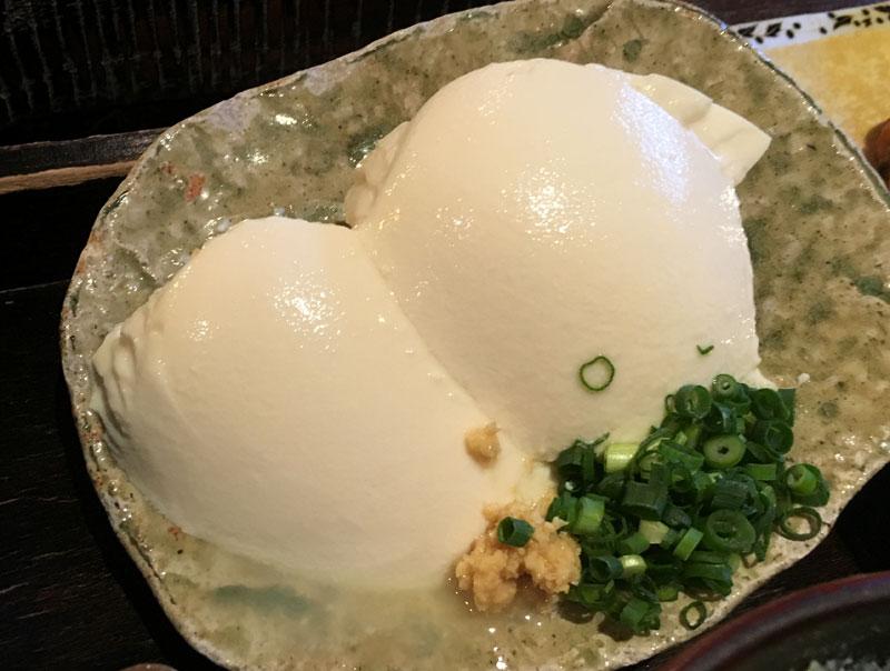 『湯葉丼 直吉』の豆腐