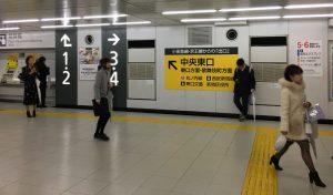 新宿駅構内の案内表示