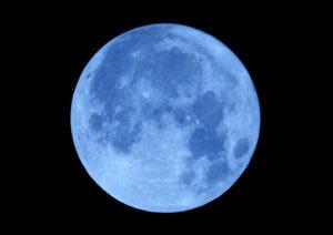 スーパームーンをニコンP900で撮ってみた ブルー色