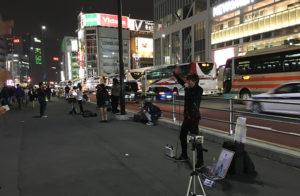 新宿の路上ライブの様子