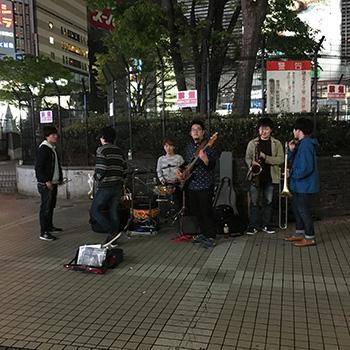 ミチノウエ 新宿の路上ライブ